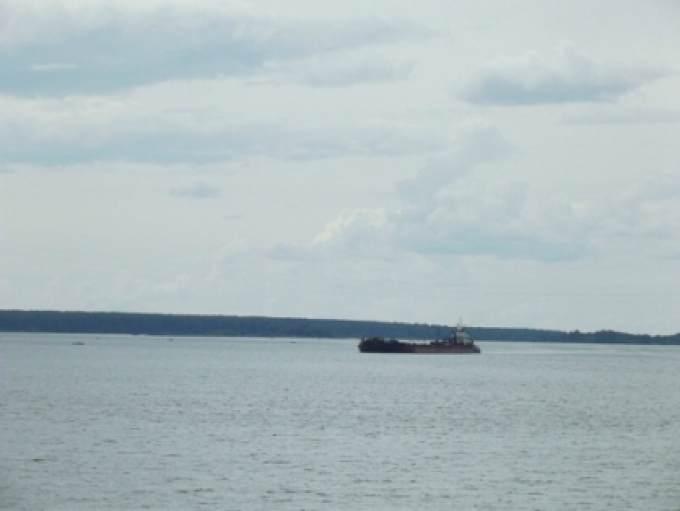 ВЮгре затонула баржа состройматериалами