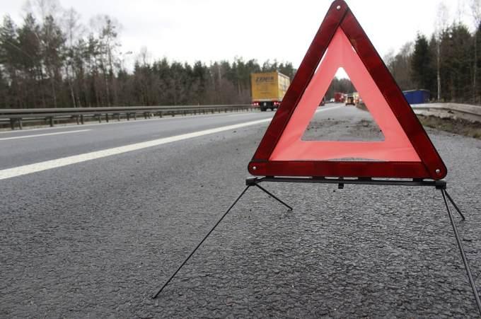 ВУватском районе столкнулись два грузового автомобиля - один изних зажегся