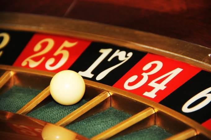 Журналисты назвали имя создателя онлайн-казино Azino777 - УралПолит. Ru. Журналисты назвали имя создателя онлайн-казино Azino777