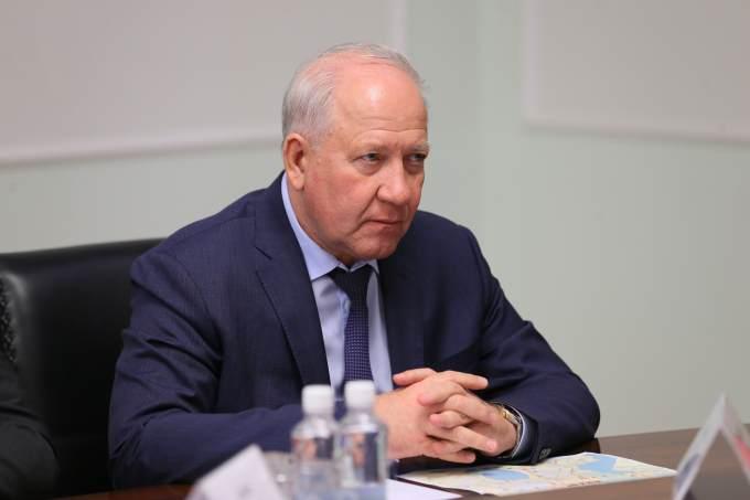 Челябинский вице-губернатор не оценил черную мемориальную доску в его честь