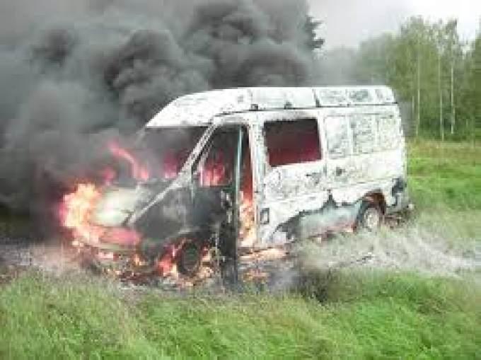 ВКопейске школьники подожгли микроавтобус