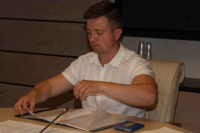 Кандидат в губернаторы от ЛДПР сдал подписи муниципальных депутатов в Свердловский облизбирком