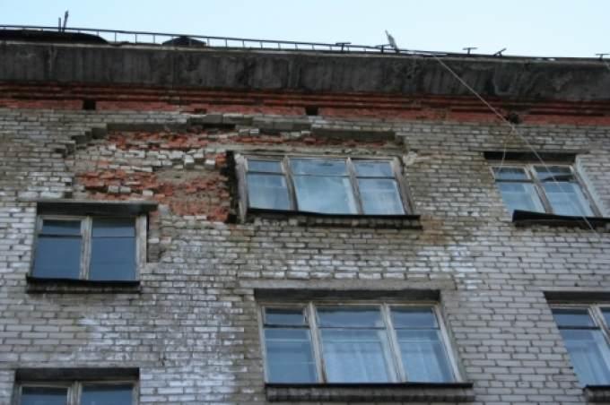 Тюменские пятиэтажки продолжают разрушаться от старости. ста.