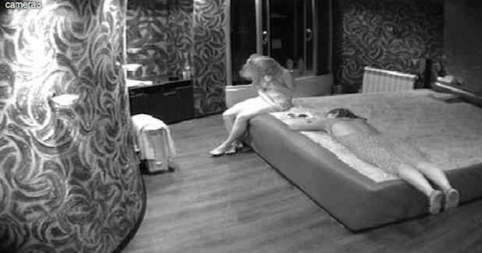 Сексуальным взглядом скрытая камера гостиница рот